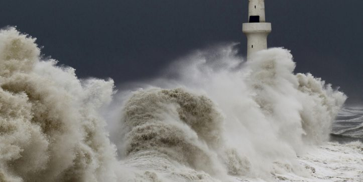 storm-tempest-lighthouse-sky-birds-waves
